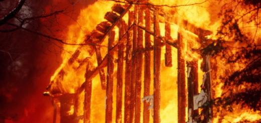 Сгорел дом: что делать и куда обращаться?